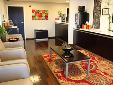 The guest lounge at Kuni Westside Infiniti has a wide variety of snacks, drinks, cookies, tea, coffee, and more!