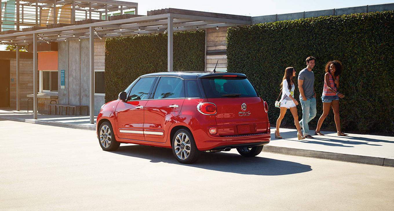 2016 Fiat 500L Back Exterior in Red
