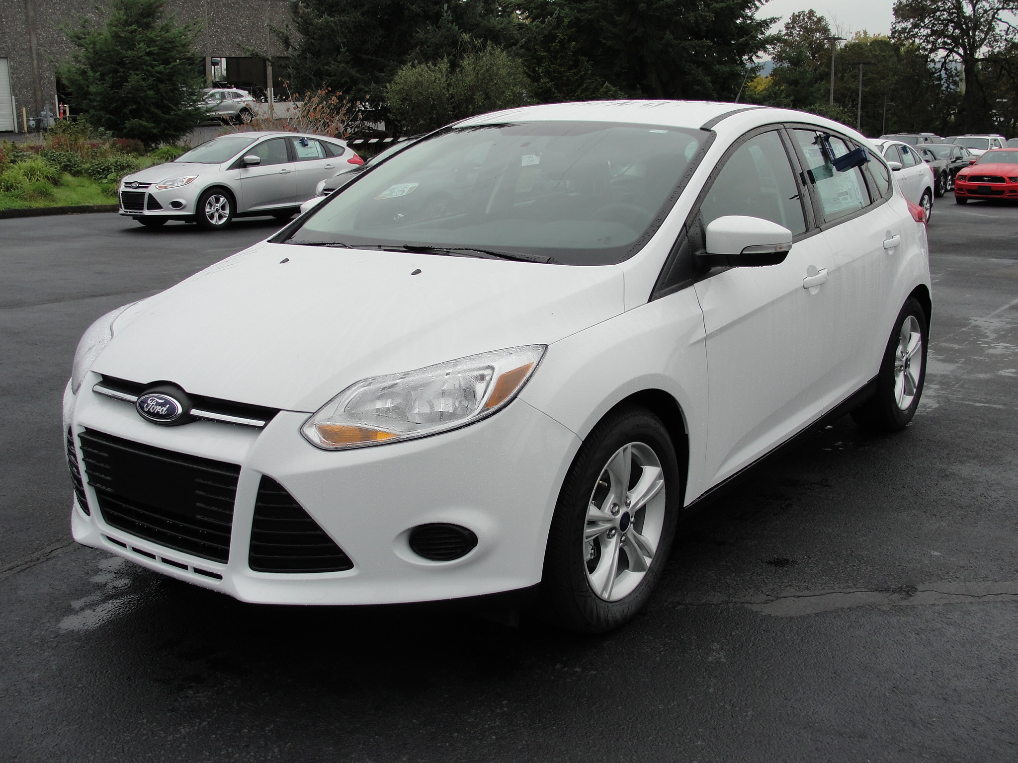 2014 Ford Focus SE Sensibility and practicality define the 2014 Ford Focus Demonstrating that econ