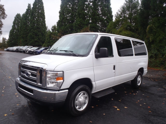 2014 Ford Econoline Wagon XLT Load your family into the 2014 Ford E-350 Super Duty Very clean and