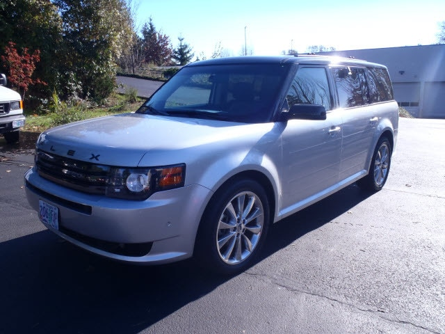 2011 Ford Flex Titanium wEcoboost Outstanding design defines the 2011 Ford Flex Packed with featu