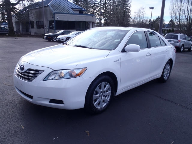 2009 Toyota Camry Hybrid In a class by itself Load your family into the 2009 Toyota Camry Hybrid