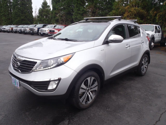 2011 Kia Sportage EX This vehicle wont be on the lot long Youll appreciate its safety and conven
