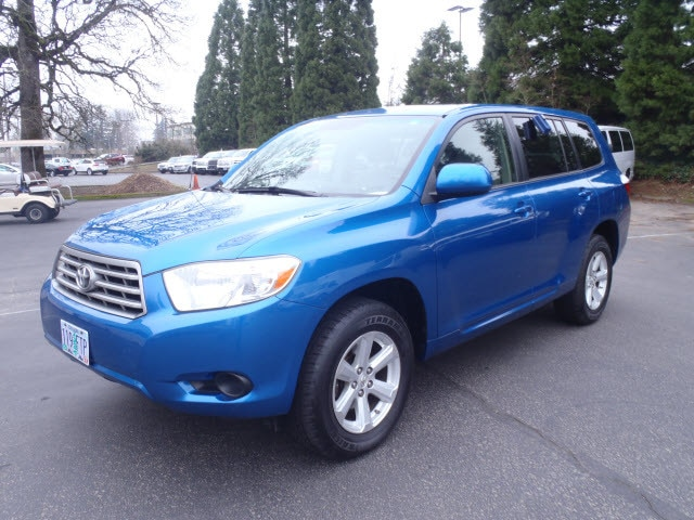 2008 Toyota Highlander Base What a fantastic deal Climb inside the 2008 Toyota Highlander Youll