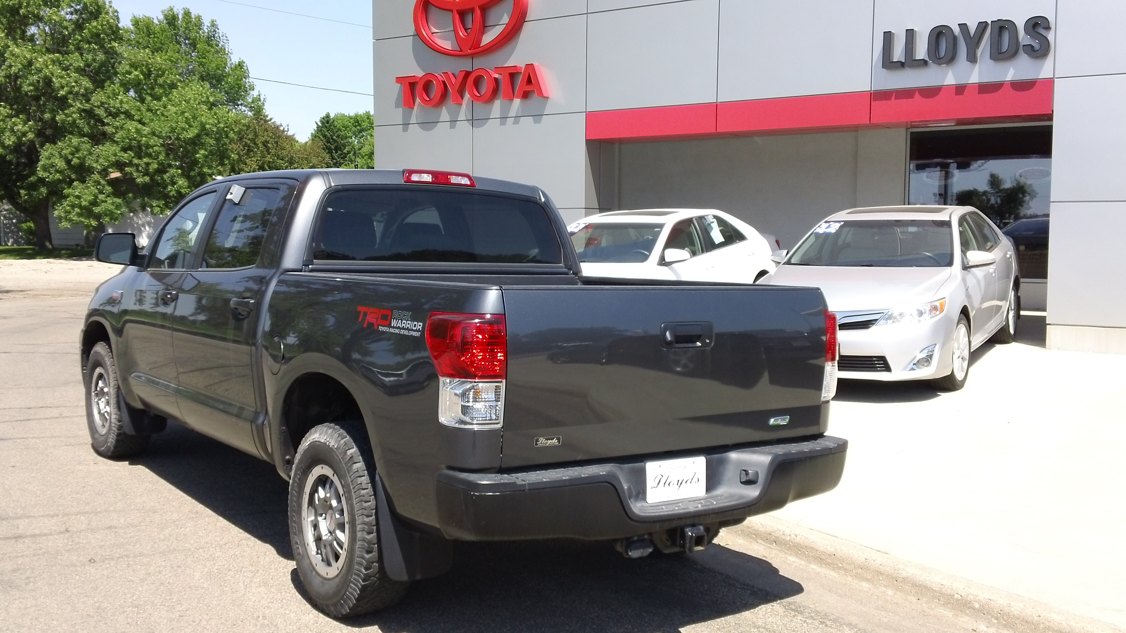 Used 2013 toyota tundra for sale jamestown nd for Lloyds motors jamestown nd