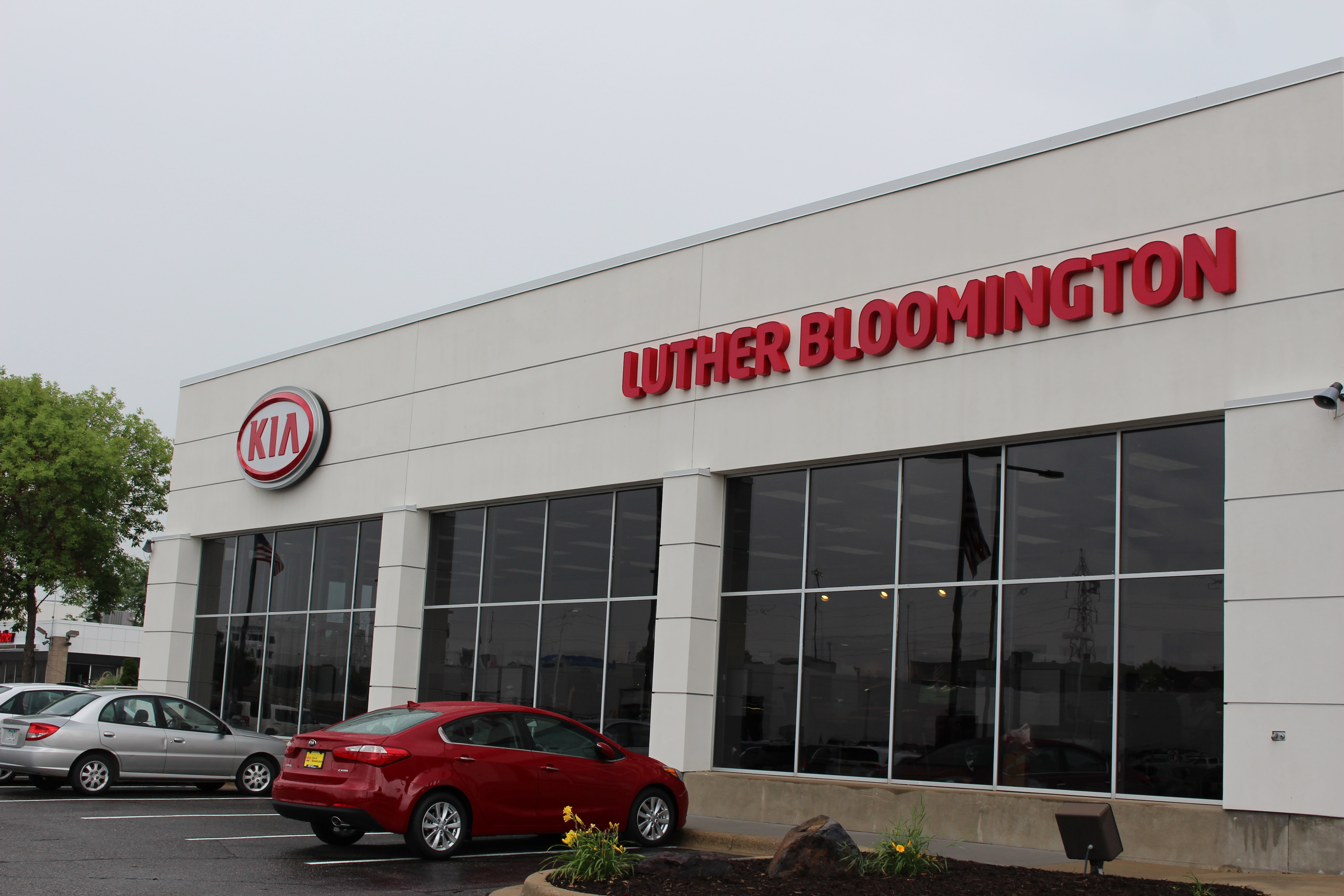 luther bloomington kia new kia dealership in bloomington mn 55431. Black Bedroom Furniture Sets. Home Design Ideas