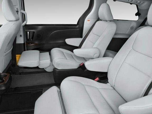 Chrysler Town Amp Country Vs Toyota Sienna Family Minivan