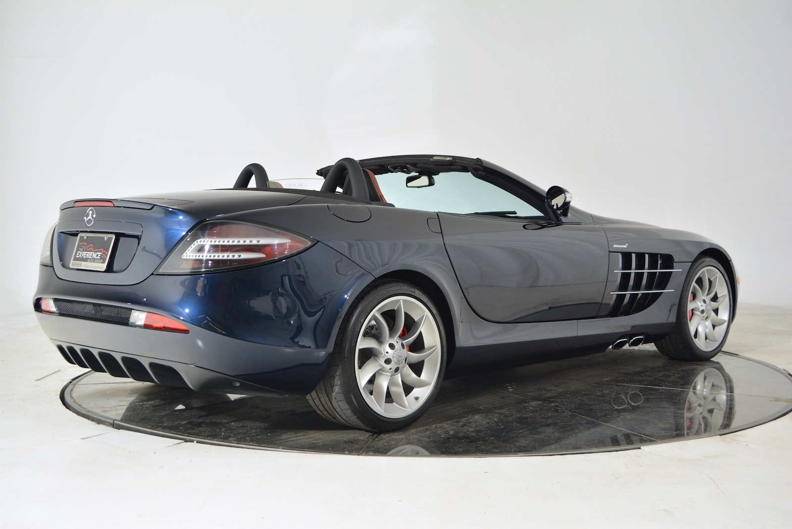 Used 2008 mercedes benz slr mclaren roadster for sale for Mercedes benz of fort lauderdale pre owned