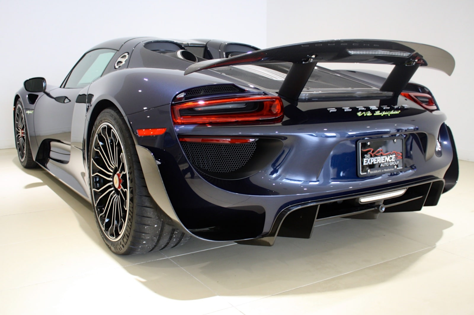 used 2015 porsche 918 spyder weissach package for sale freeport ny wp0ca2a19fs800130. Black Bedroom Furniture Sets. Home Design Ideas