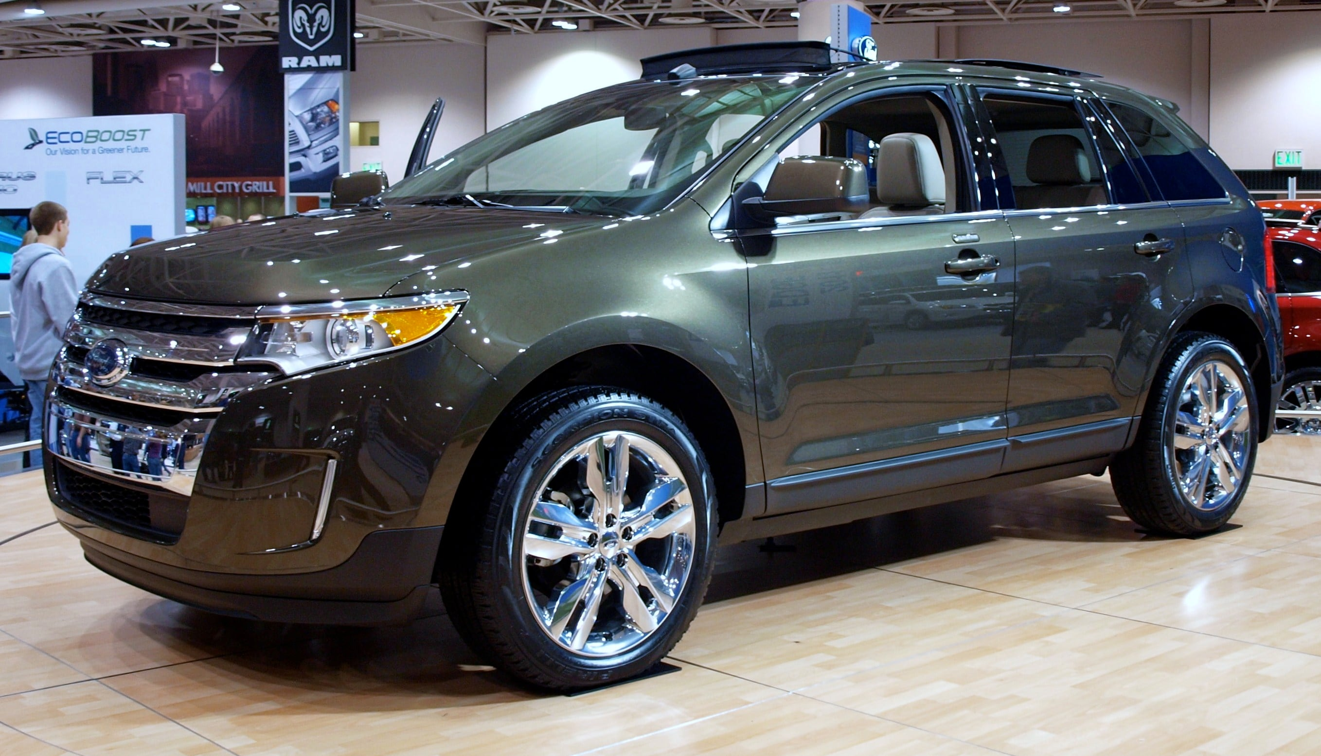 Additional features extra features are a major category in which kia wins the sorento versus edge