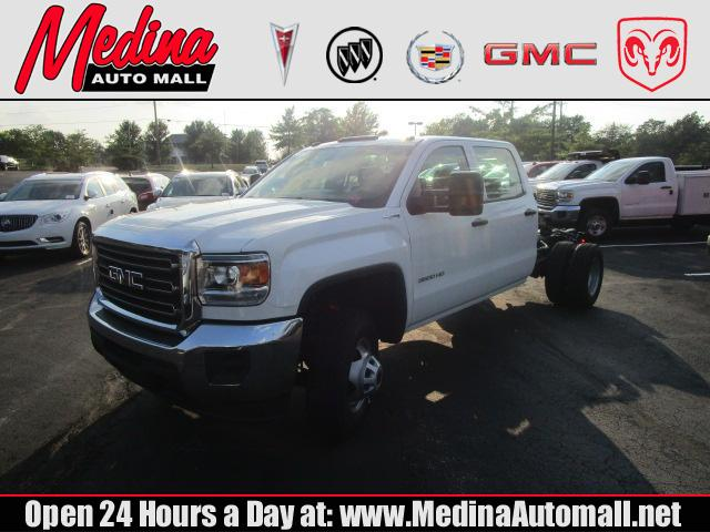 2017 GMC Sierra 3500HD Chassis Truck Crew Cab