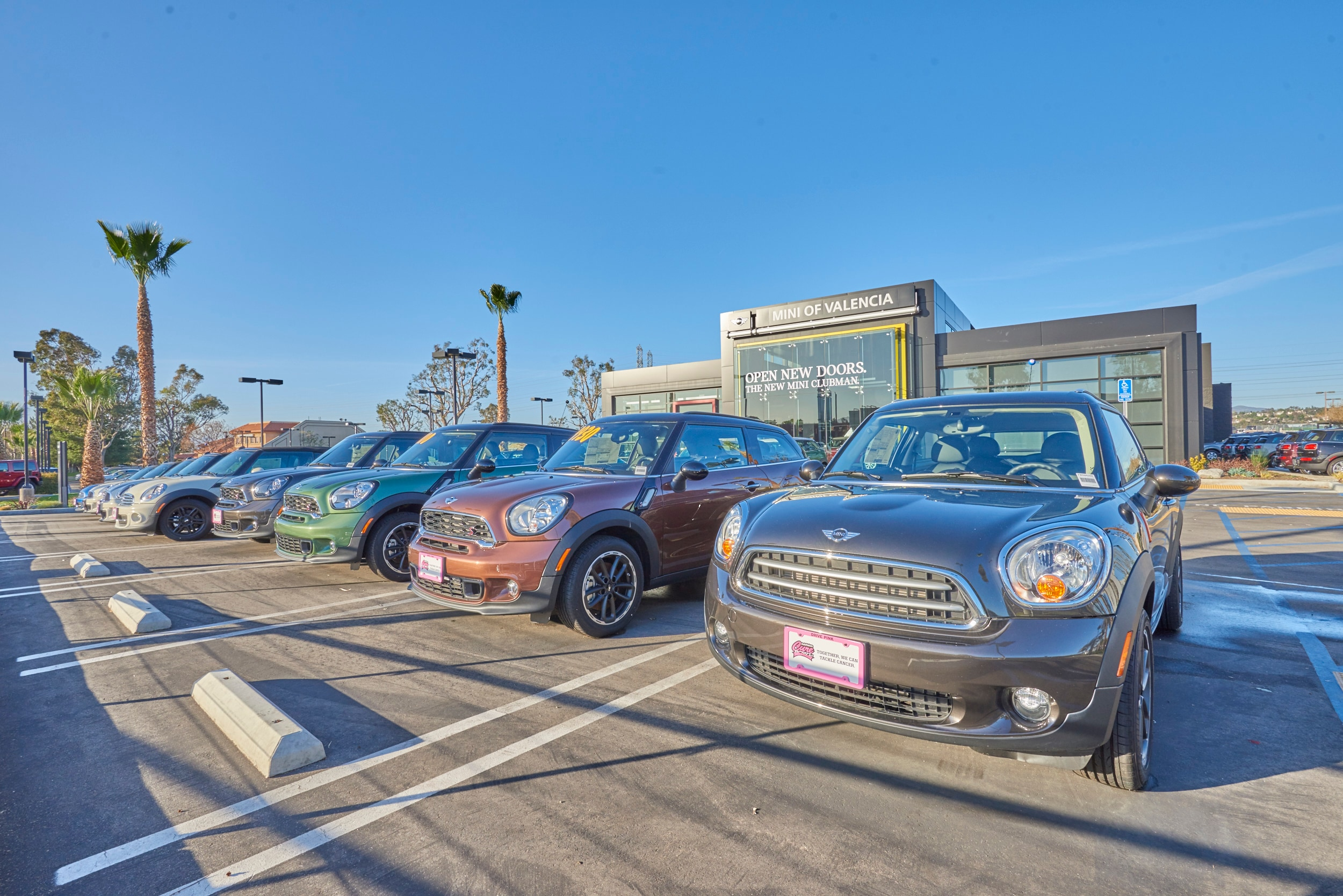 Exterior view of MINI of Valencia Dealership