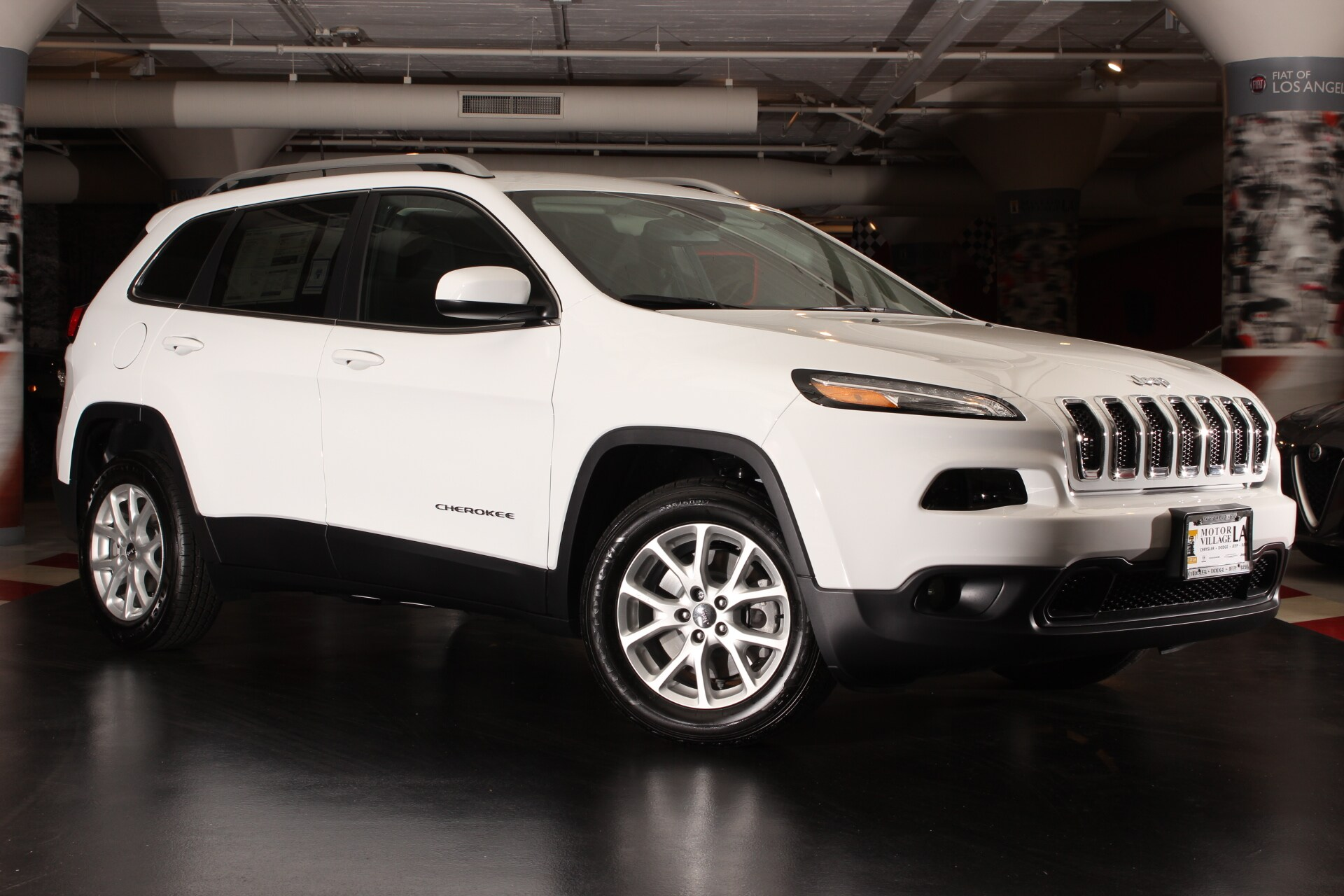 2017 Jeep Cherokee Latitude FWD  1-Year SIRIUSXM Radio Service 6 Month Trial 600 Amp Maintenanc