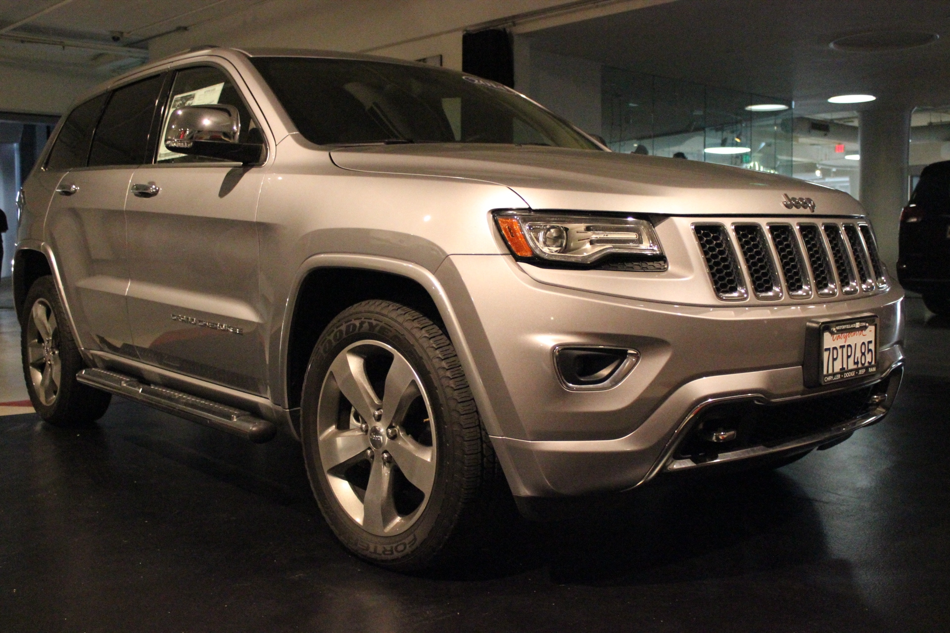 2014 Jeep Grand Cherokee Overland 4x2 This 2014 Jeep Grand Cherokee Overland is proudly offered by