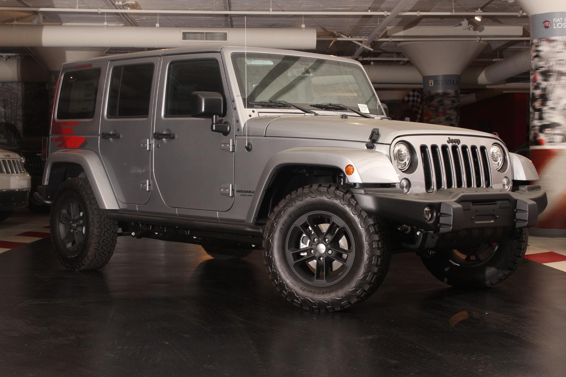 2017 Jeep Wrangler Unlimited Sahara  40GB Hard Drive w28GB Available 5-Year SIRIUSXM Travel Lin