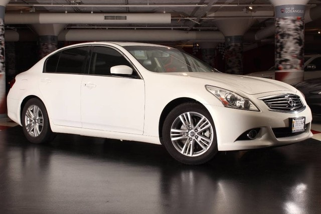 2013 INFINITI G37 Journey Looking for a clean well-cared for 2013 INFINITI G37 Sedan This is it