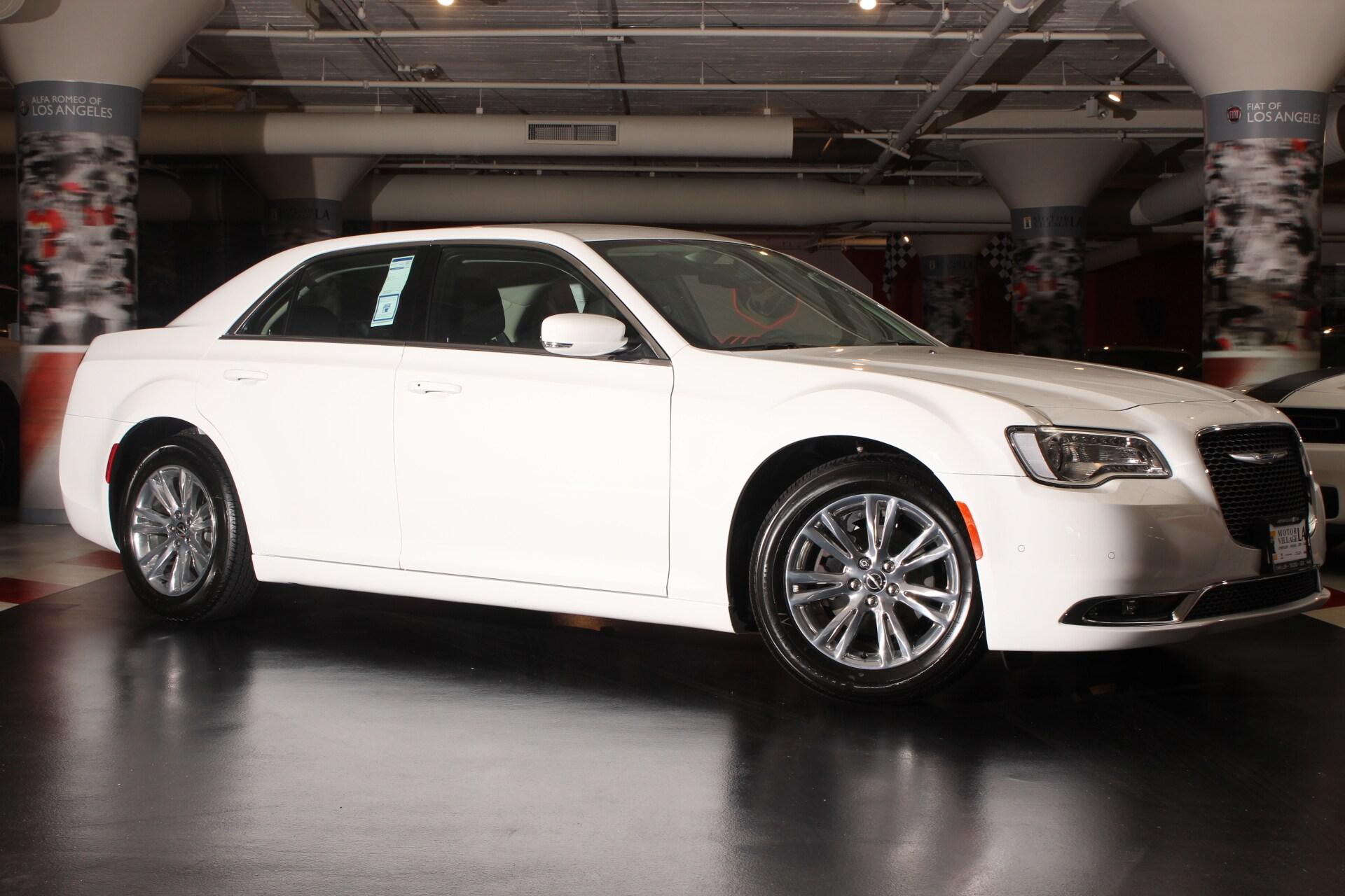 2017 Chrysler 300 Limited  10 Beats Premium Speakers wSubwoofer 300 Premium Group 5-Year Siriu