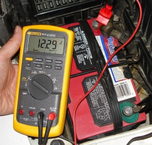 Check Voltage Fluke Battery Car