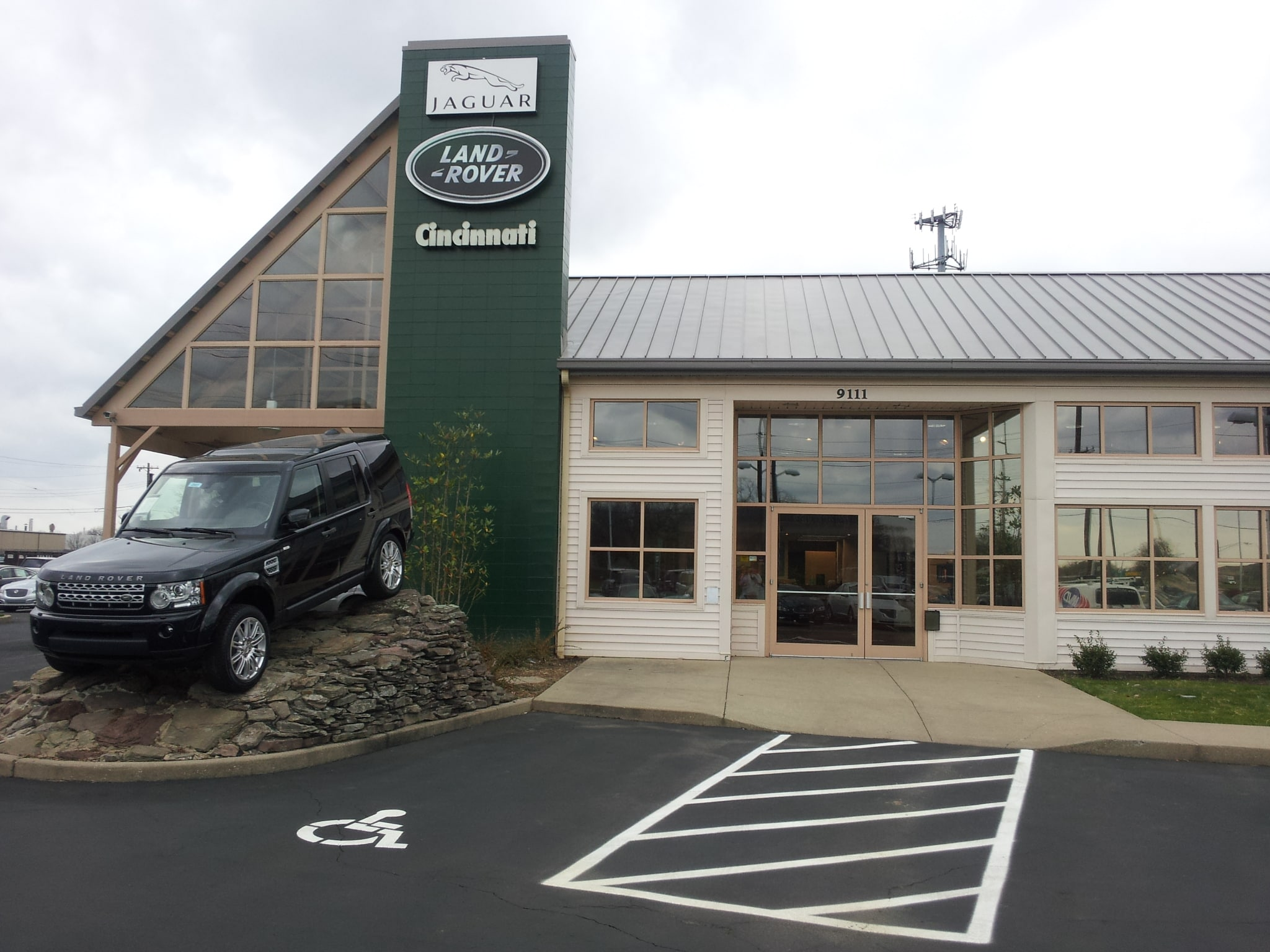 Land rover cincinnati new land rover dealership in for Garage land rover nancy