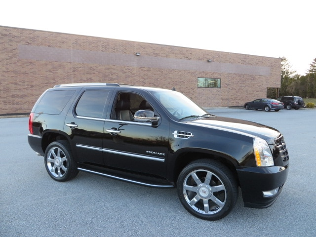 2012 Cadillac Escalade Luxury AWD with Navigation/Rear DVD/Fully Serviced SUV