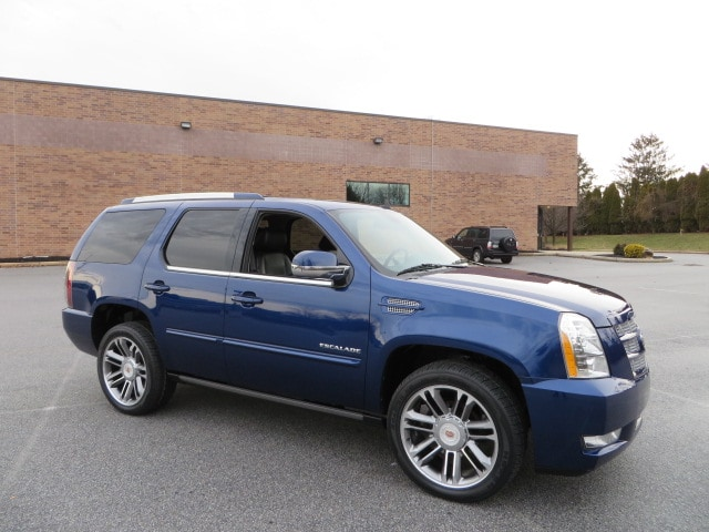 2012 Cadillac Escalade Premium AWD Power Steps/The Rarest Escalade Color SUV
