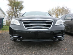 2013 Chrysler 200 Limited Sedan