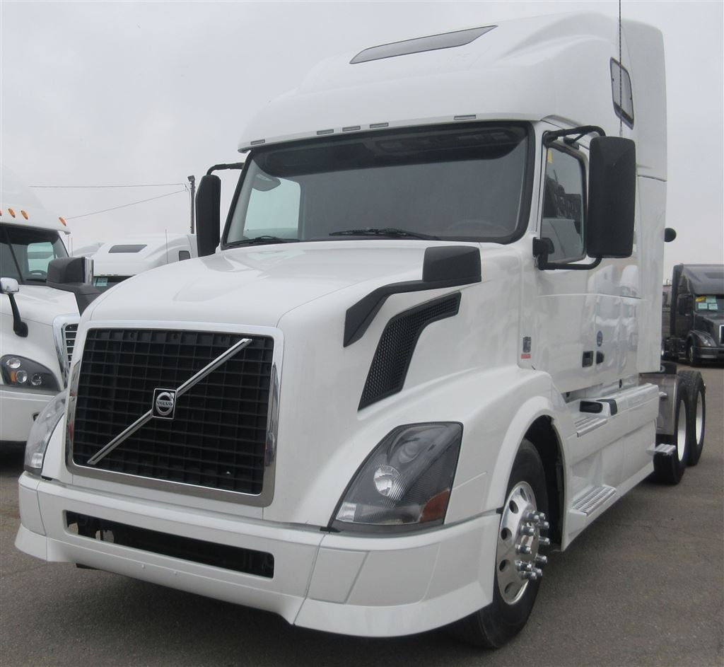 2015 VOLVO 670 WINNIPEG LOCATION