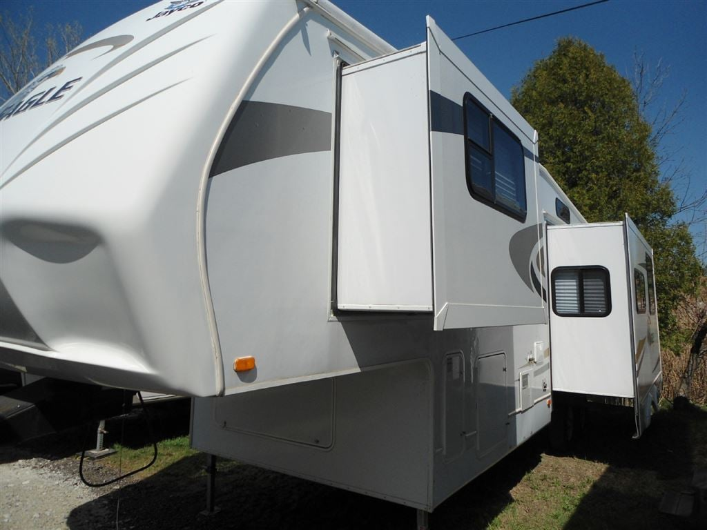 Used 2008 JAYCO 313 2 SLIDES 5TH WHEEL U SHAPED COUNTER TOP BEDROOM HAS TWO W