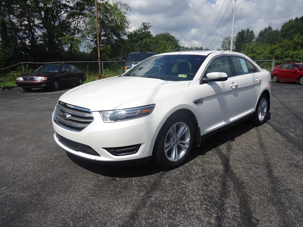 Used 2015 Ford Taurus SEL Sedan Kingwood, WV