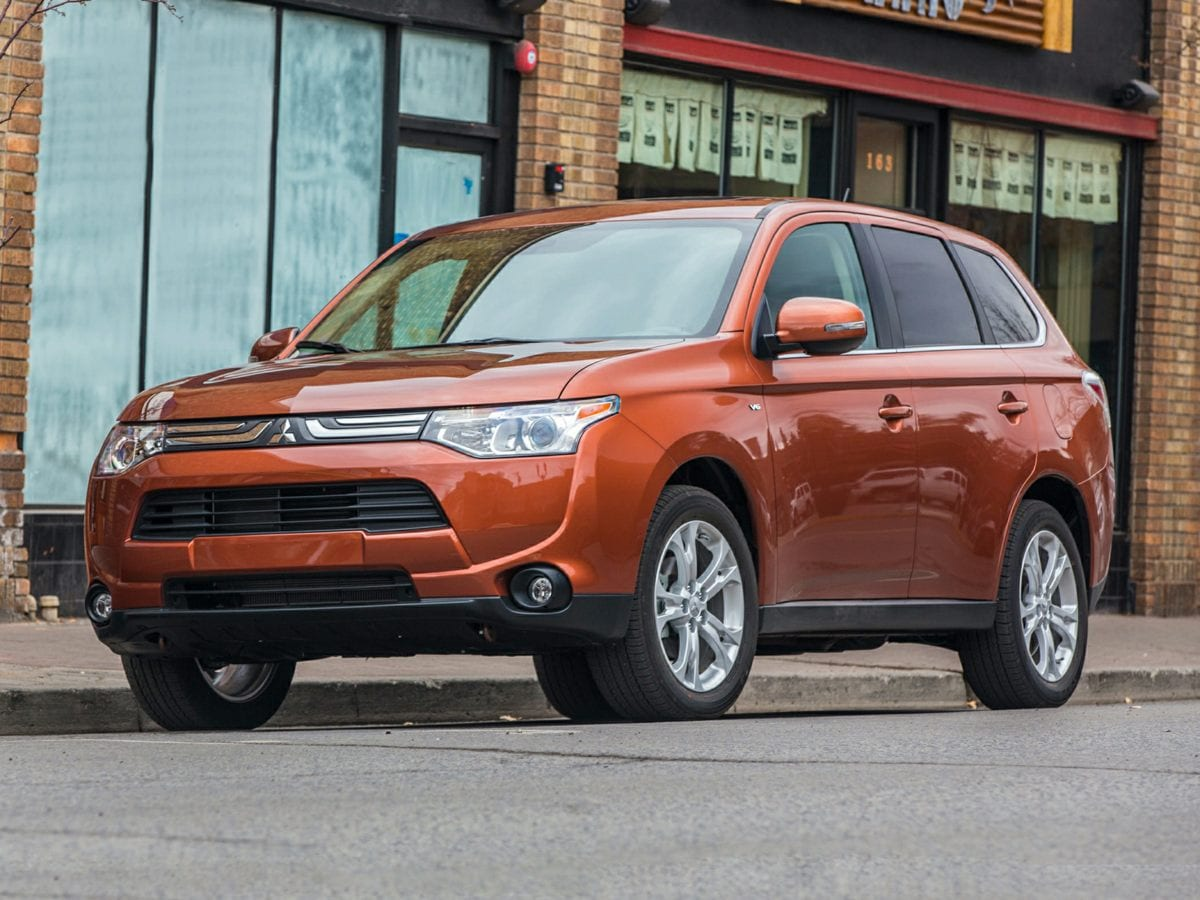 2014 Mitsubishi Outlander SE MOONROOFSUNROOF LEATHER Roomy Dont bother looking at any other S