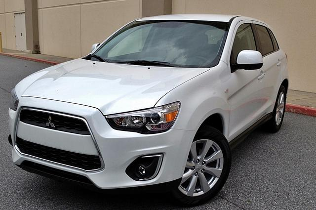 2014 Mitsubishi Outlander Sport SE Look CARGO PACKAGE This handsome 2014 Mitsubishi Outlander Spo