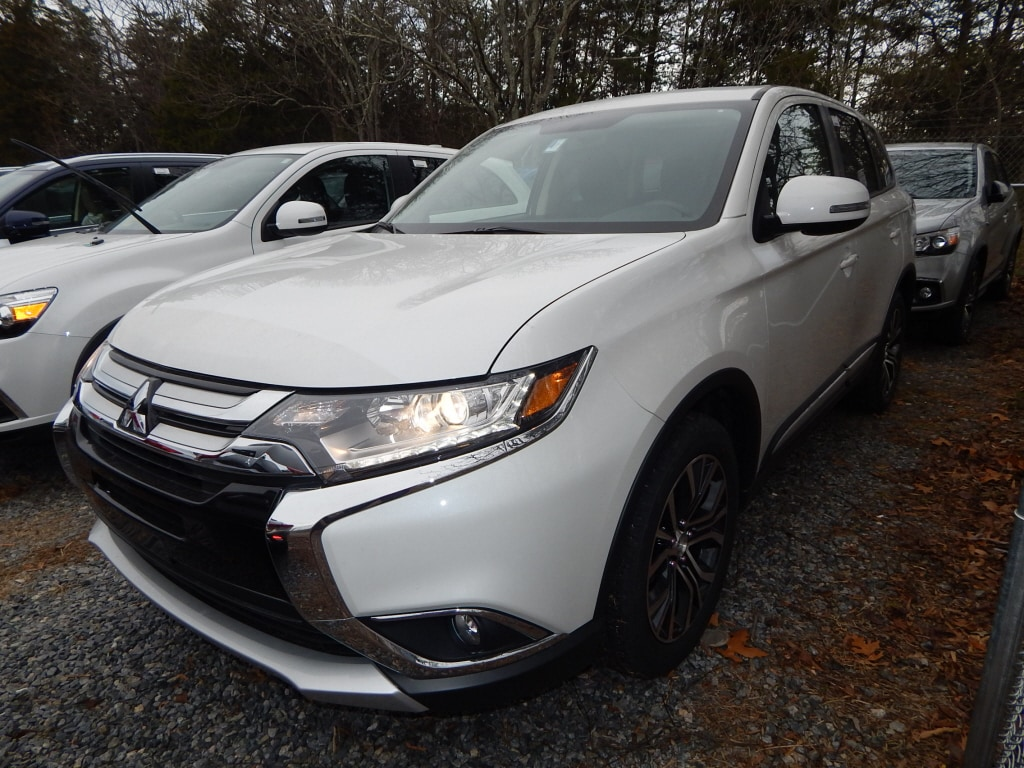 2018 Mitsubishi Outlander SE Third Row Seat Heated Seats Aluminum Wheels Back-Up Camera Satell