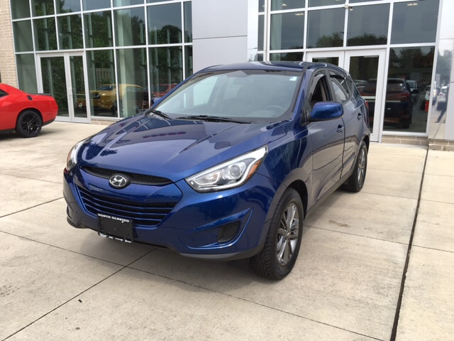 2015 Hyundai Tucson GLS AWD Theres an ocean of head- and legroom With so much interior area pa
