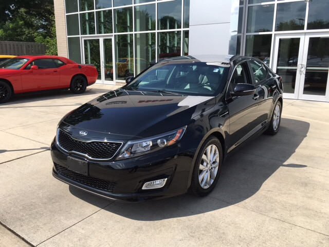 2015 Kia Optima EX Step into the 2015 Kia Optima A great car and a great value This 4 door 5 pa