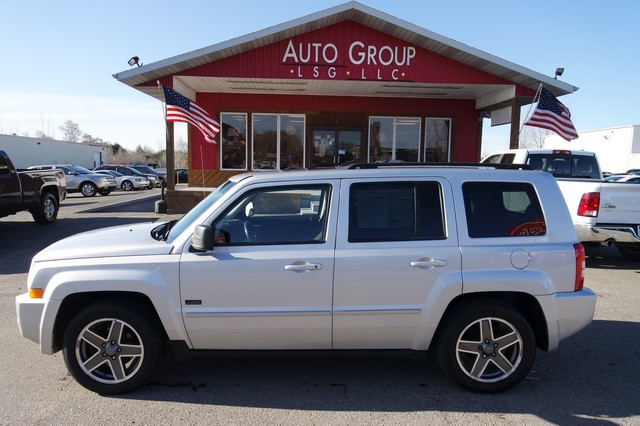 2009 Jeep Patriot Station Premium Audio Luggage Rack Need an everyday vehicle that s as comforta