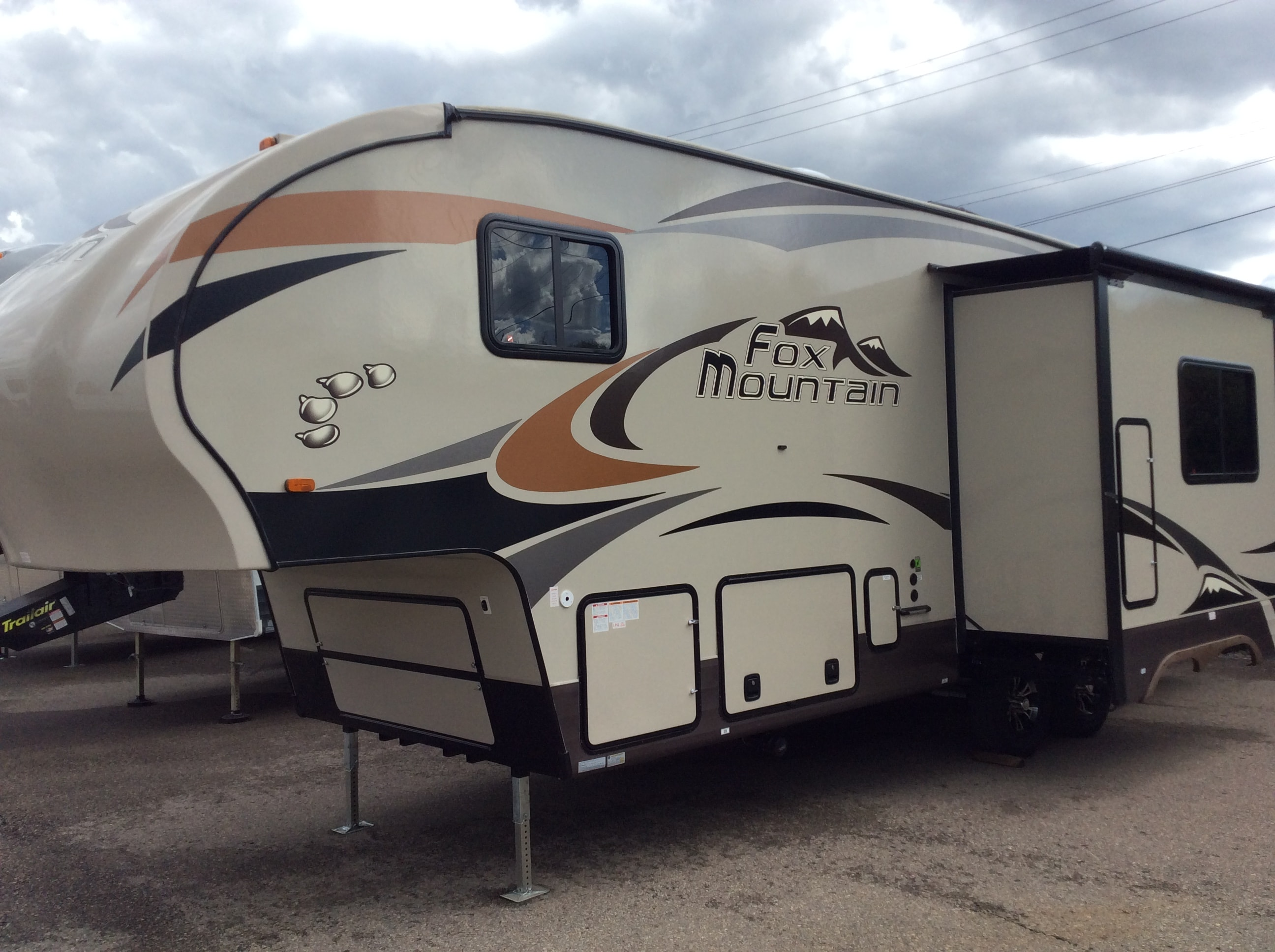 Beautiful New 2018 FOX MOUNTAIN 255RKS For Sale  Calgary AB