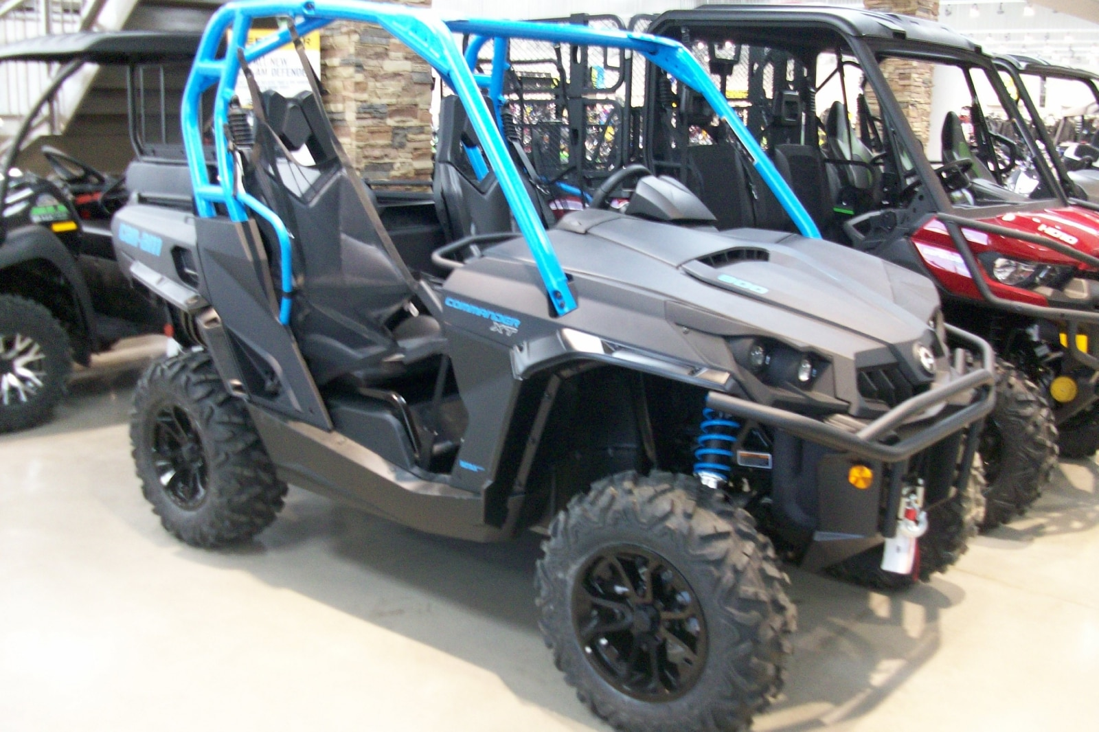 2016 CAN-AM Commander 800R XT - Price includes Freight, PDI, and other fees!