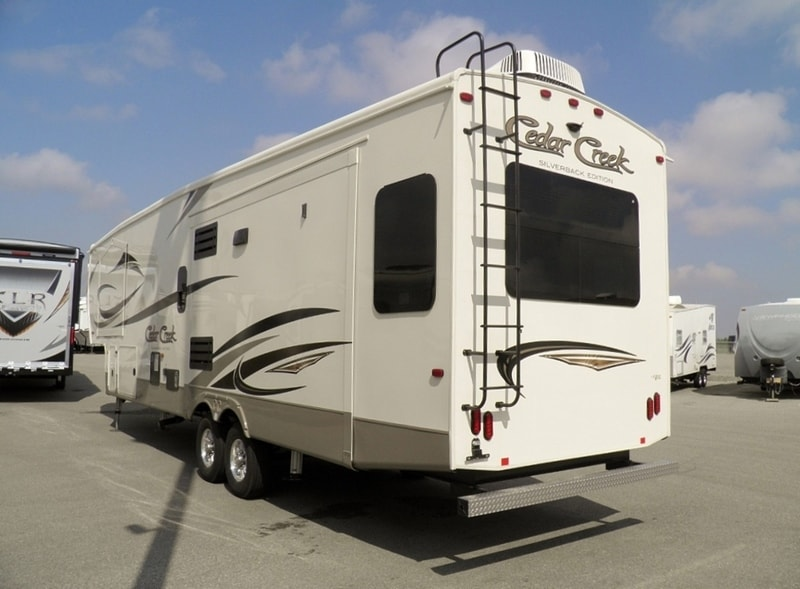 Perfect New 2017 CEDAR CREEK SILVERBACK 35IK For Sale  Acheson AB