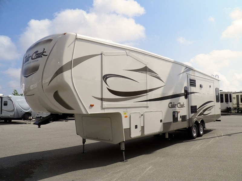 Elegant New 2017 CEDAR CREEK SILVERBACK 35IK For Sale  Acheson AB