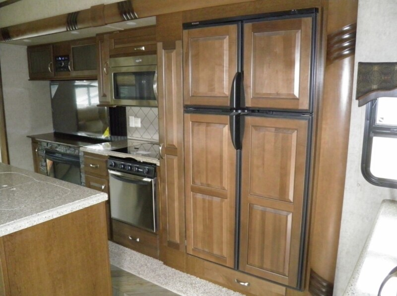 Creative New 2017 CEDAR CREEK SILVERBACK 35IK For Sale  Acheson AB