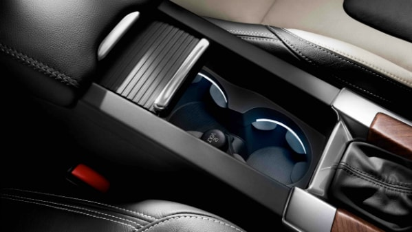 2017 Volvo XC60 cup holders