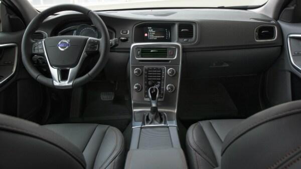 2017 Volvo V60 Cross Country dashboard
