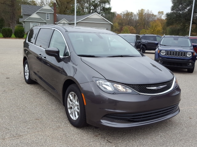 New 2017 Chrysler Pacifica Touring Van Near Grand Rapids