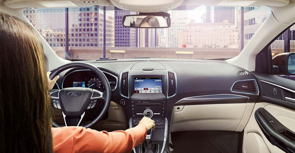 The interior features of a 2017 Ford Edge