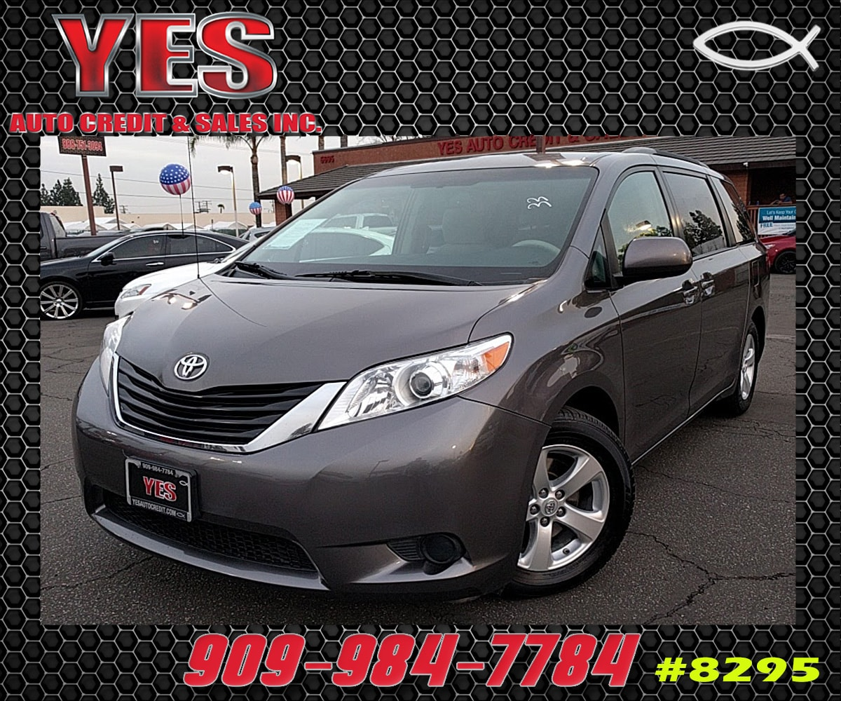 2014 Toyota Sienna SE INTERNET PRICE Price does not include tax license fees accessories and