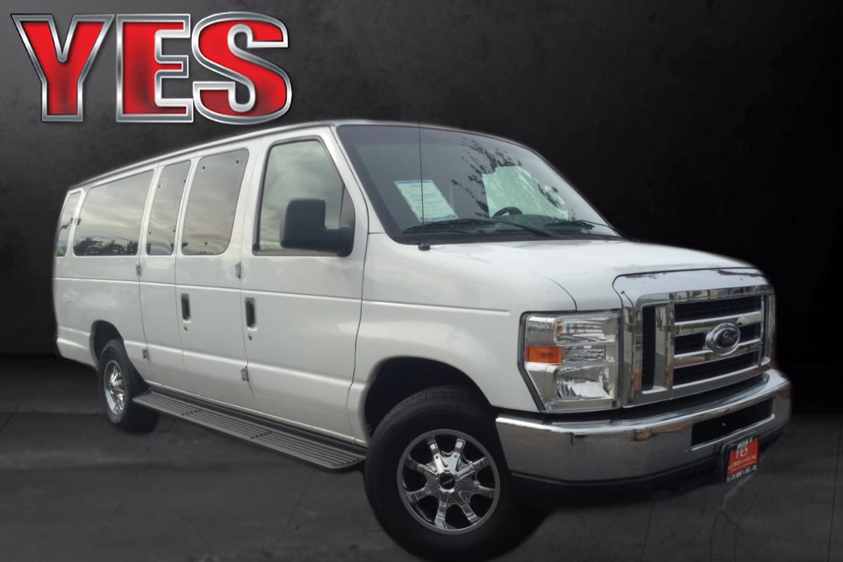 2008 Ford E-350 Super Duty XLT MANAGER SPECIAL THIS FORD E-350 IS THE PERFECT PASSENGER VAN SEATIN