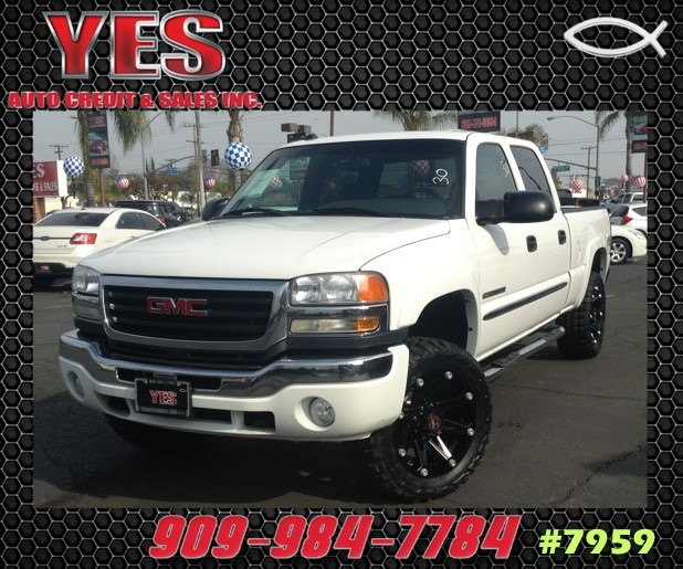 2005 GMC Sierra 2500HD Base INTERNET PRICE Price does not include tax license fees accessori