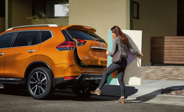 The 2019 Nissan Rogue liftgate Grayslake, IL Zeigler Nissan of Gurnee