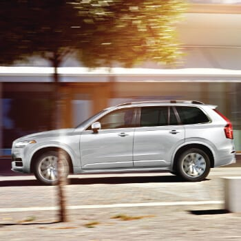 Volvo XC90 | Driving through town