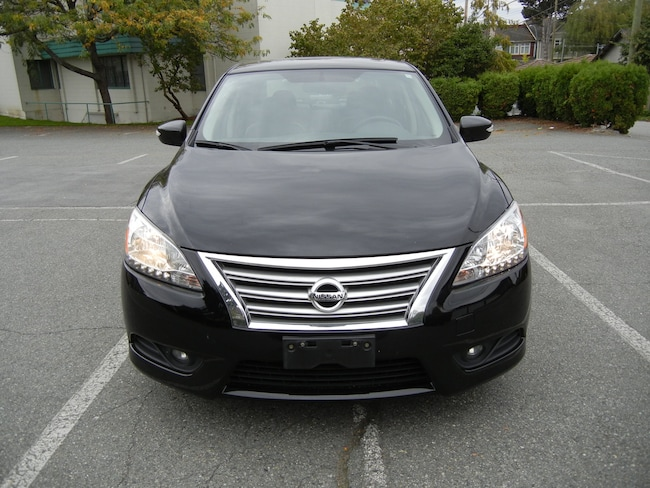 2013 Nissan Sentra 95000kms BACKUP CAMAERA AND NAVIGATION SYYSTEM Sedan
